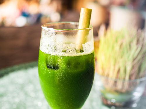 飲みやすいのが特徴のドリンクタイプの青汁