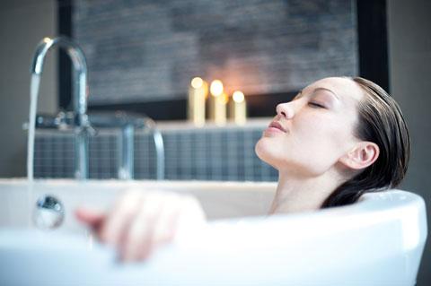 お風呂に入ることでバストアップできる?効果的なマッサージ方法とは?