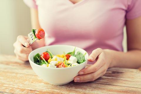 栄養バランスの良い食事を摂ることが必要なバストアップ