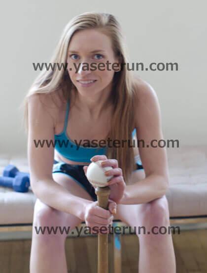 女子野球で汗を流すと気持ちがいいと語る外人選手
