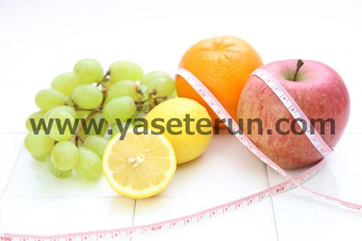 マスカット・レモン・オレンジ・リンゴとメジャーを重ねる