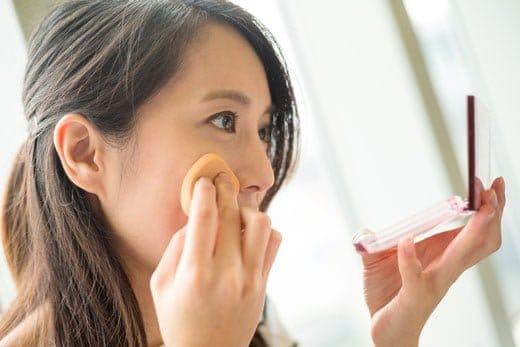 化粧の仕方で魅力が変わる!でも肌への負担に注意が必要
