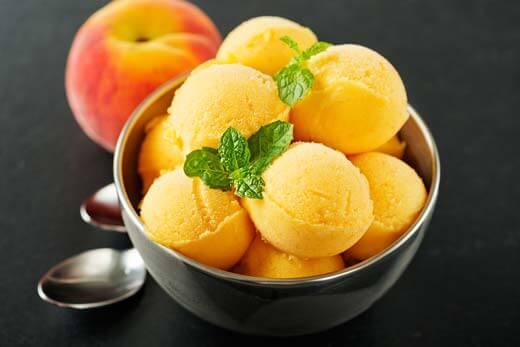 シャーベットは果汁やシロップを凍らせて作る