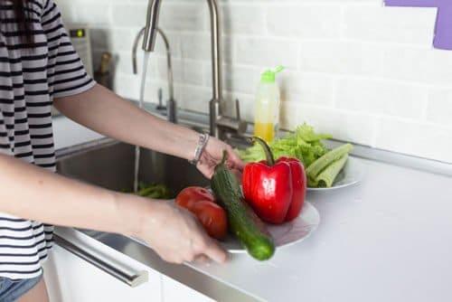 ダイエットの基本は基礎代謝を上げること!食事制限のみ行うとわきがのようなニオイが発生する可能性も?