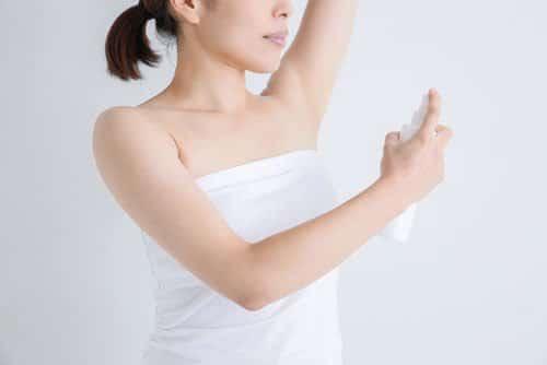 制汗剤やスプレーは脇汗などに効果あり