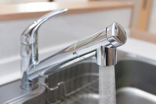 ウォーターサーバーと浄水器の違いって?家庭で使うならどっちがいい?