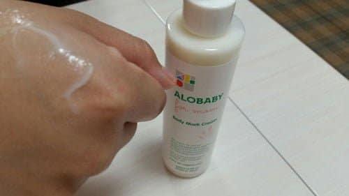 肌にしっとりと馴染んでくるアロベビーフォーマムボディマーククリーム